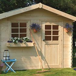 Abris de jardin en bois du nord, mesurant entre 5 et 10 m². Ils sont parfaits pour ranger votre matériel de jardinage ou de piscine. Ils sont pratiques : barre de seuil peu élevée en aluminium, montage facile et résistant aux intempéries.