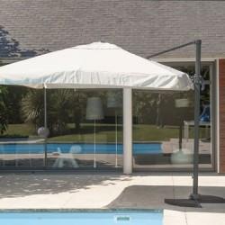 Profitez de votre extérieur et des belles journées tout en étant abrité du soleil. Pour cela, vous pouvez opter pour un parasol, une tonnelle ou bien une pergola. Nos produits sont conçus avec des matériaux de qualité, résistants au chaud et au froid. Avec un design élégant, ils s'intégreront parfaitement bien à votre espace extérieur.
