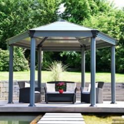 Aménagez un coin de détente ou un espace repas dans votre jardin ou sur votre terrasse en y installant une tonnelle ou une pergola. Nous proposons un vaste choix de modèles de qualités.