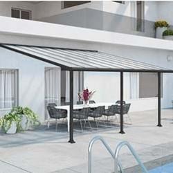 Apportez un coin d'ombre sur votre terrasse avec une pergola. Élégantes, nos pergolas alu et pergolas bois donnent du cachet à vos espaces verts, tout en sublimant l'extérieur de votre maison. Profitez d'un agréablement moment en famille ou avec des amis à l'ombre du soleil, confortablement installé dans votre salon de jardin. Parmi notre sélection de pergolas, retrouvez nos pergolas adossées de la marque Palram. Conçues en polycarbonate, elles répondent aux conditions météorologiques difficiles telles que les chutes de neige et les vents violents. Facile à installer, la pergola est un vrai atout décoratif qui offre un espace de détente. On les appelle aussi pergola murale car elles sont le prolongement de votre maison. Les pergolas bois que nous proposons apportent un réel plus à votre jardin grâce à leur aspect «jardin japonais». Installez des plantes grimpantes fruitières ou fleuries (vignes, jasmins, chèvrefeuilles, lierre …) sur les arceaux de la pergola pour donner cet aspect végétal, et d'agréables senteurs. N'hésitez à multiplier les associations sur votre pergola en bois pour donner un maximum de couleur au jardin. Pour apporter une touche d'esthétisme supplémentaire, installez unchemin potager sous votre pergola. Le style contemporain de nos pergolas donne beaucoup de cachet à votre terrasse. C'est pourquoi vous êtes sur de faire le bon choix en choisissant une pergola terrasse sur notre site web.